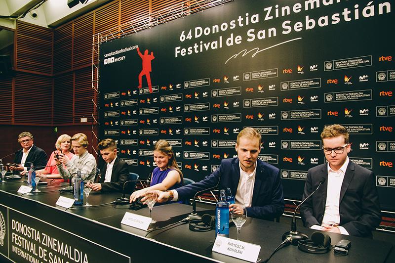 El equipo de la película polaca 'Plac Zabaw/Playground', que ha revuelto más de un estómago.