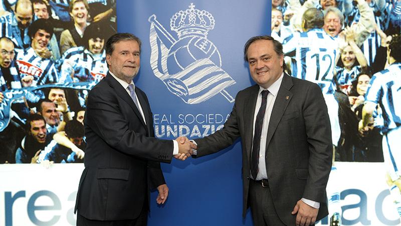 El presidente Jokin Aperribay junto a Iñaki Bastarrica, director General de Cosmo Consult Iniker. Os dejamos en FTP la foto de ambos. Foto: Real Sociedad