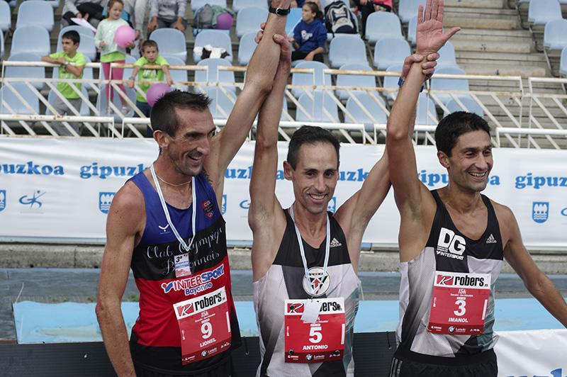 Etxeberria, junto a Imanol Cruz y Lionel Petriacq. // Foto: Santiago Farizano