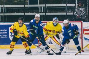 IMG5009 300x200 - Las chicas del hockey sobre hielo, terceras en un torneo preolímpico que domina Italia