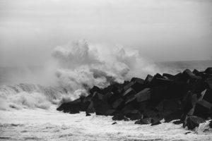 IMG7747 300x200 - Aviso amarillo por impacto de olas y riesgo para la navegación