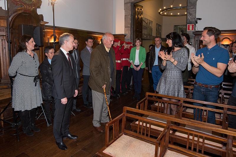 Imagen del homenaje que recibió el veterano en abril. Foto: Gobierno vasco