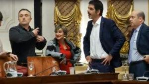 Pleno2 300x169 - Manifestantes en contra de la incineradora logran paralizar el pleno del Ayuntamiento