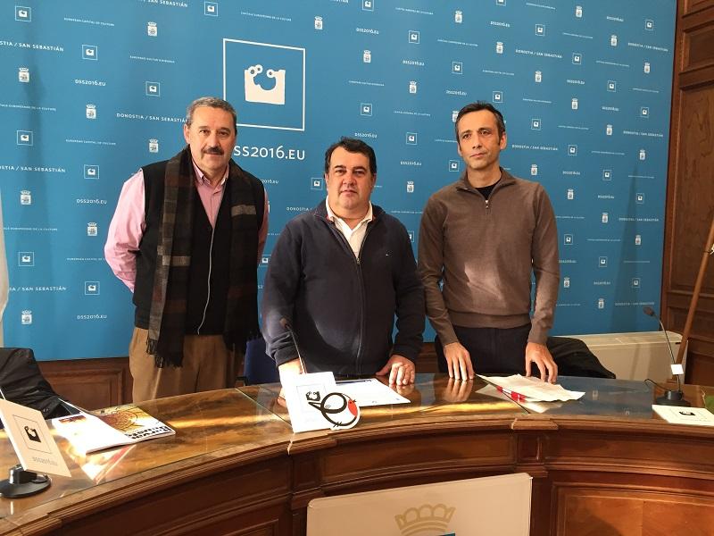 Euken Sesé, gerente de Fomento de San Sebastián; el concejal  Ernesto Gasco e Iñaki Heras, de la UPV.  Foto: Ayto.