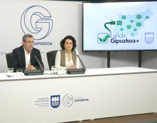 Markel Olano y Ainhoa Aizpuru. Foto: Diputación