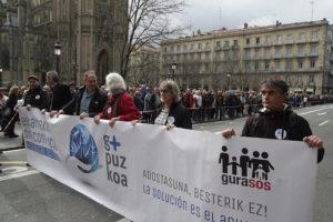 IMG7608 300x200 - 10.000 personas claman en Donostia por alternativas para la incineradora