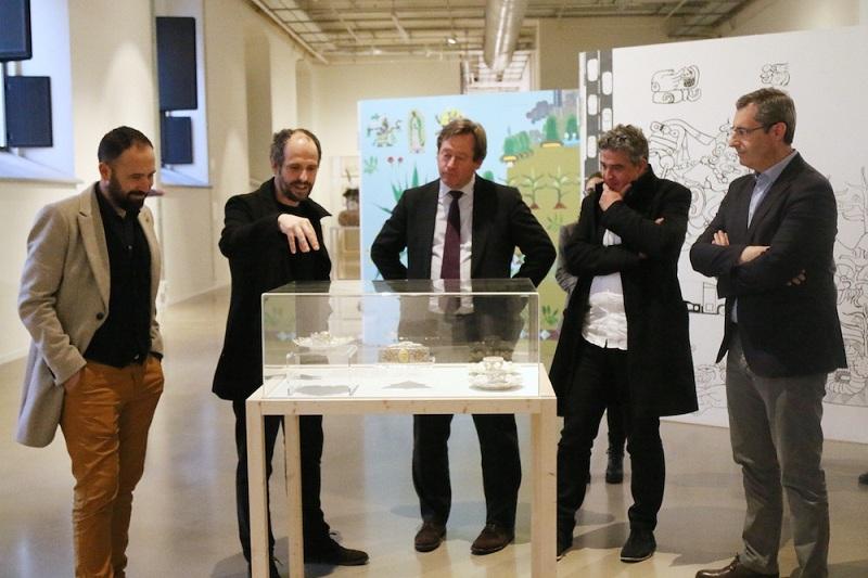 El consejero de Cultura Bingen Zupiria, ayer en Tabakalera, con el viceconsejero Joxean Muñoz, Markel Olano y Denis Itxaso. Foto: Gobierno vasco