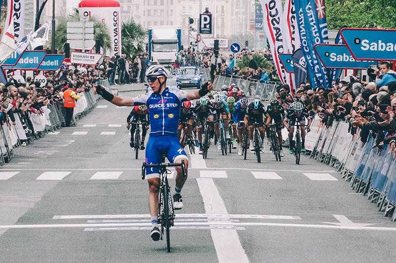 IMG8191 Un triunfante David de la Cruz llega primero al Boulevard y se pone líder de la Vuelta