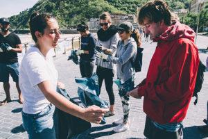 ocean initiatives 03 300x200 - Recogida de basura marina en La Zurriola