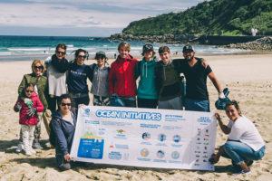 ocean initiatives 04 300x200 - Recogida de basura marina en La Zurriola