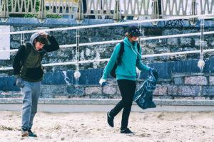 ocean initiatives 06 300x200 - Recogida de basura marina en La Zurriola