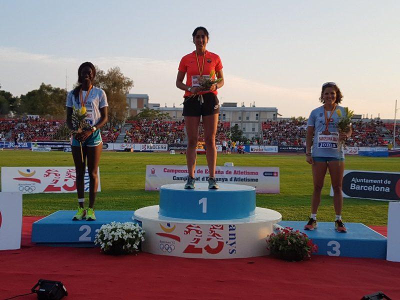 Olatz Arrieta en el podium. Foto: Federación de Atletismo