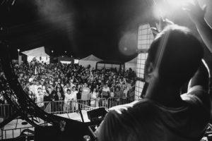 IMG4137 300x200 - DJ's y mucho público en las noches del Kursaal