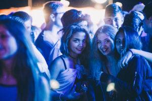 IMG4172 300x200 - DJ's y mucho público en las noches del Kursaal