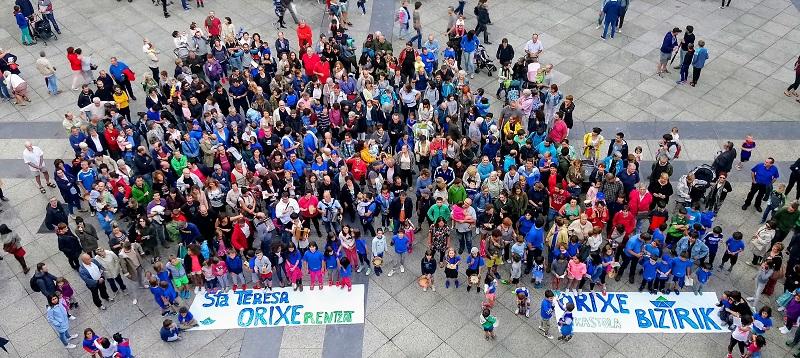 Movilización hace semanas de la comunidad de Orixe en petición de nuevas instalaciones. Foto: Orixe Ikastola