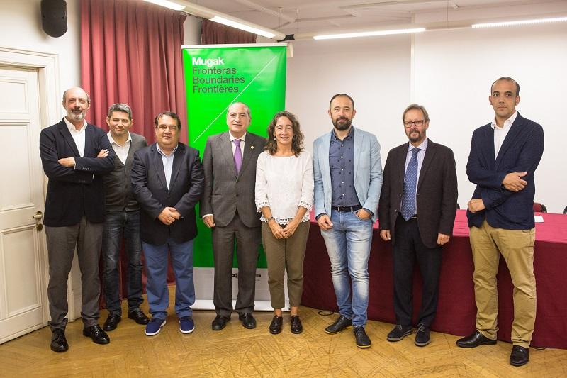 Los responsables de las instituciones presentes en la bienal. Foto: Diputación