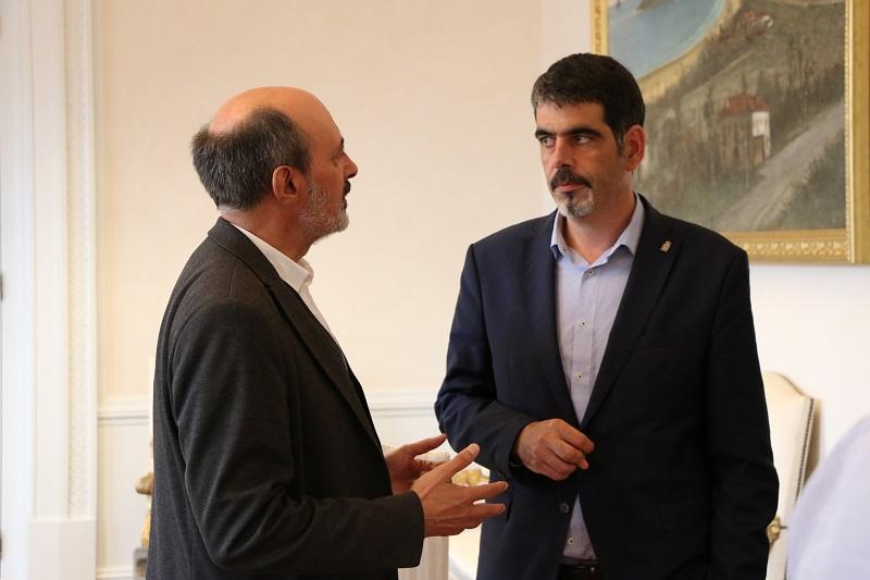 Eneko Goia y el comisario de la Bienal de Arquitectura, Pedro Astigarraga. Foto: Ayto.