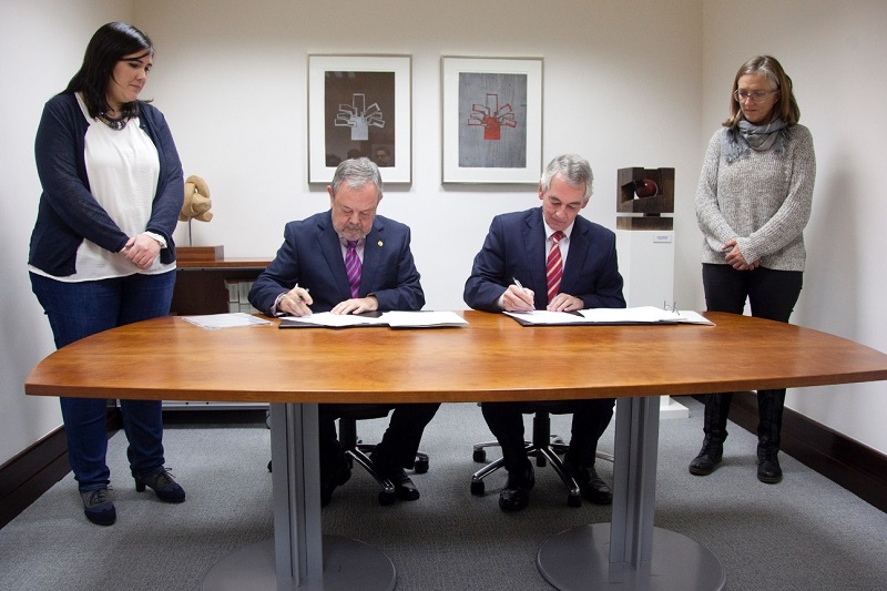 Firma del acuerdo. Foto: Gobierno vasco