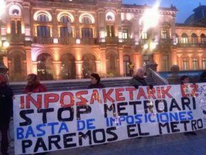 IMG 20171220 WA0019 800x600 300x225 - Satorralaia se manifiesta contra el metro ante la Diputación y el Ayuntamiento