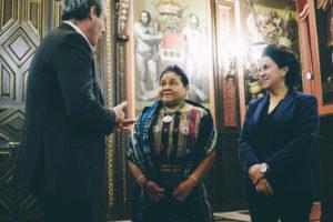 donostitik rigoberta menchu 02 300x200 - La Nobel de la Paz, Rigoberta Menchú, llega a Donostia para participar en 'Gure Lurra'