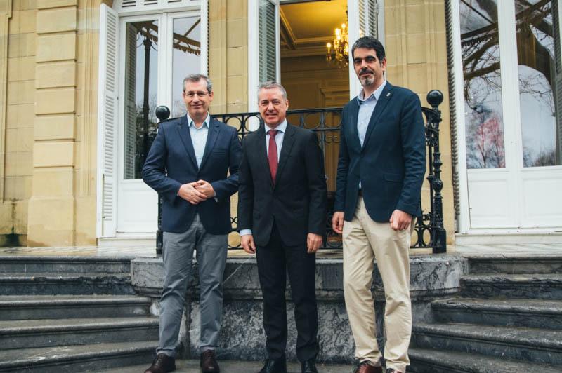 Olano, Urkullu y Goia en el Palacio de Aiete esta mañana. Foto: Santiago Farizano