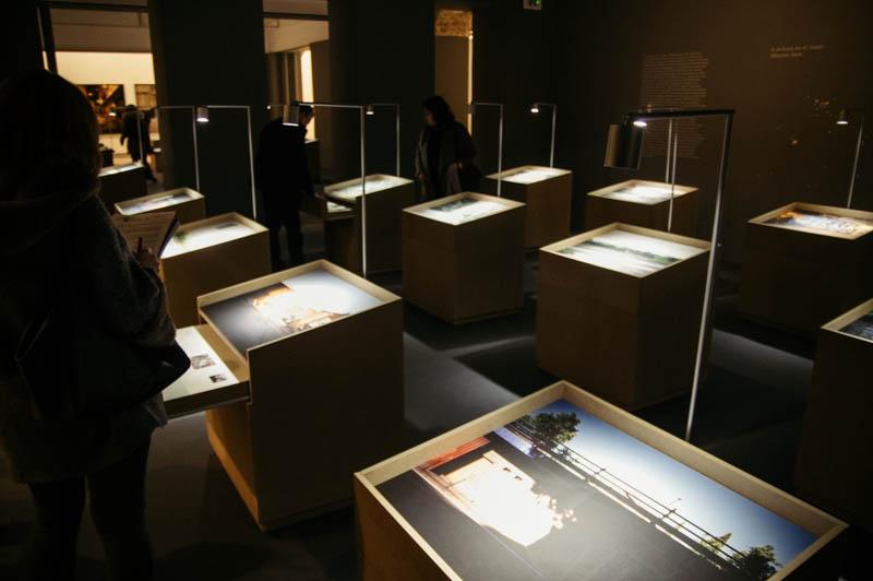'Luces en la memoria', exposición sobre los crímenes de ETA, en Koldo Mitxelena. Foto: Santiago Farizano