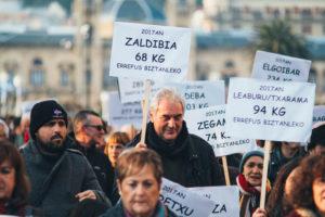 donostitik manifestacion incineradora 01 300x200 - Miles de personas vuelven a la calle contra la incineradora