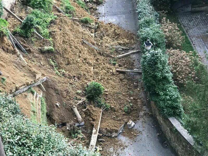 IMG 20180310 WA0078 Cinco familias desalojadas tras un desprendimiento de tierras en Igeldo