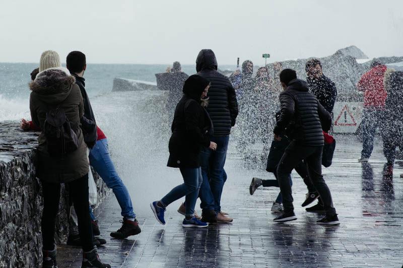 IMG4754 Las olas conquistan a vecinos y visitantes