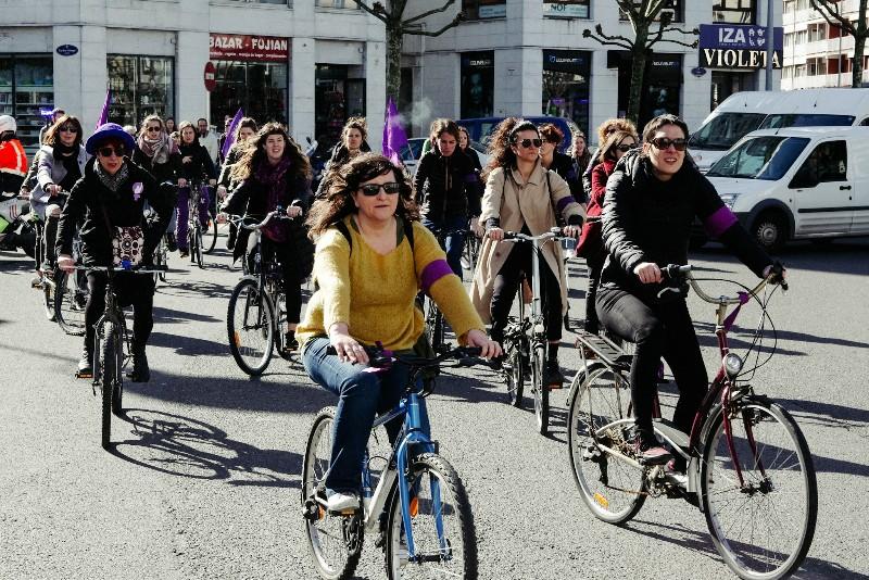 LRM EXPORT 20180308 113531 8M: Con la 'bicicletada desobediente' comienzan las movilizaciones feministas