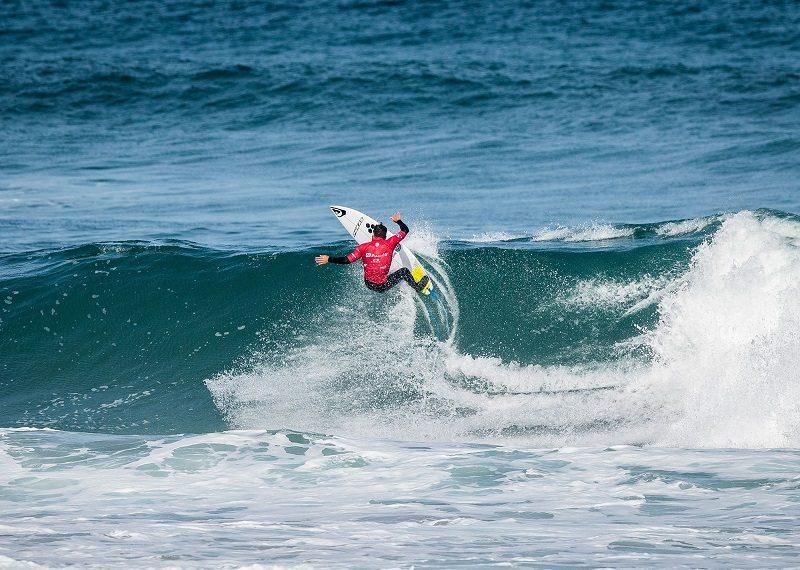 Aritz Aranburu PRO ZARAUTZ: Los surfers locales Aritz Aranburu, Hodei Collazo e Imanol Yeregi acceden a octavos de final