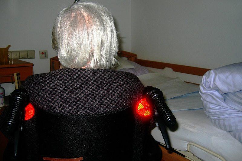 woman 593456 1920 El BCBL busca a 120 voluntarios para demostrar que el dominio de dos idiomas retrasa la aparición del alzheimer