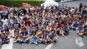 4 Cerca de 7.000 txuri urdin disfrutan en Zubieta de la fiesta de la Real Sociedad