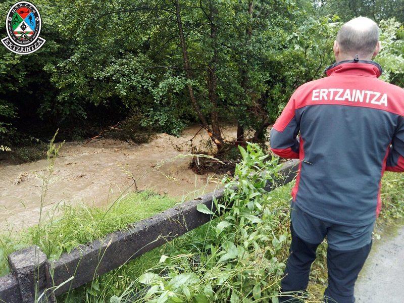 Bergara inundación La Diputación evalúa junto a a los ayuntamientos de Antzuola y Bergara los daños provocados por las lluvias