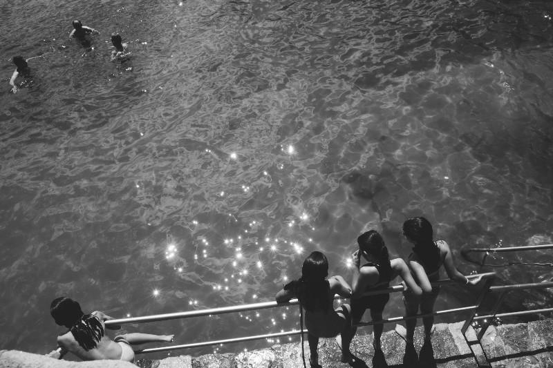 Jóvenes bañistas en el Pico del Loro. Foto: Santiago Farizano