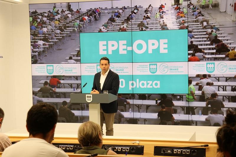 Imanol Lasa durante el anuncio de la OPE. Foto: Diputación