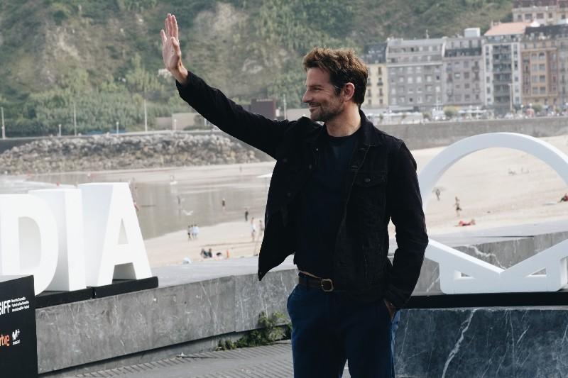 2018 09 29 12.36.17 1 Faltaba Bradley Cooper para llenar todo con su carisma