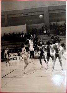 b1 215x300 - 40 años desde el último partido europeo del basket gipuzkoano
