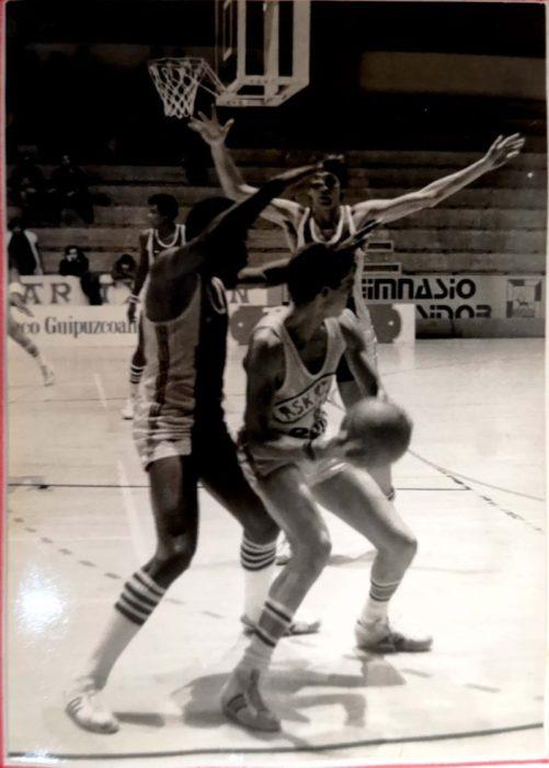 Duelo entre Askatuak y el Olympique de Antibes, en 1978. Foto: cortesía Askatuak.