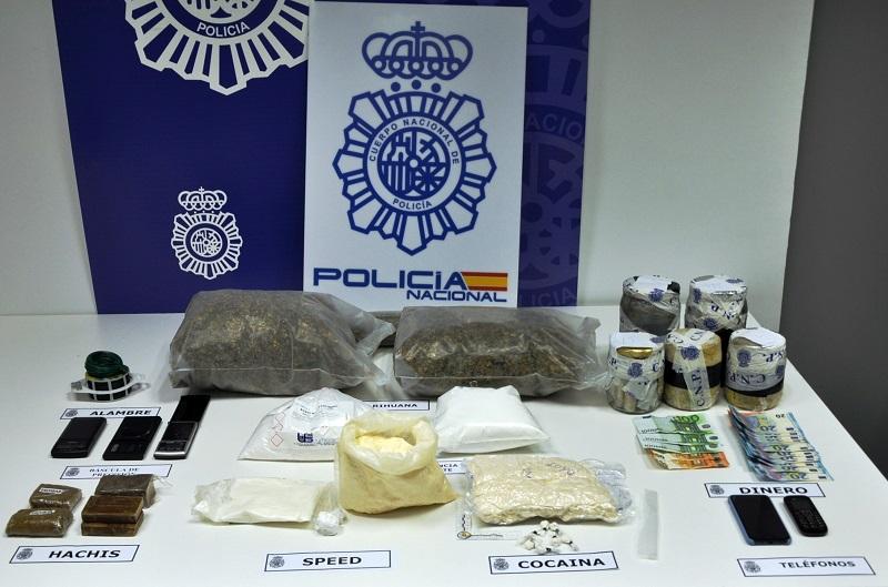 Exposición de drogas incautadas por la Policía Nacional. Foto: Delegación del Gobierno.