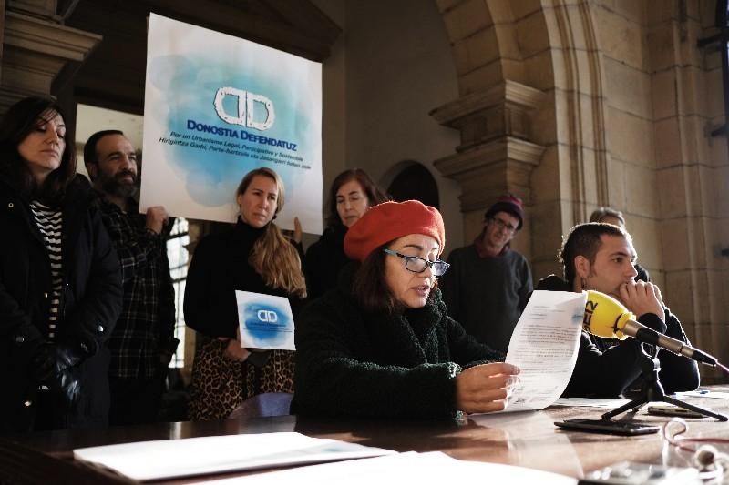 Presentación del colectivo Donostia Defendatuz. Foto: Santiago Farizano.