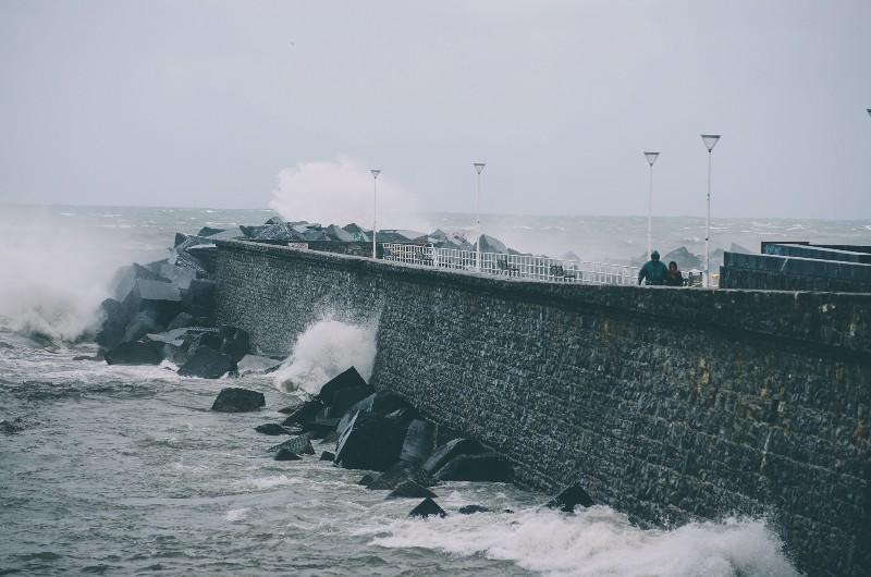 El viento golpea la costa donostiarra. Imagen de archivo. Foto: Santiago Farizano.