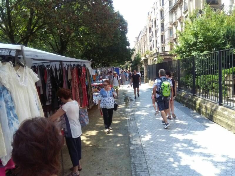 El mercadillo en Árbol de Gernika. Foto: A.E.