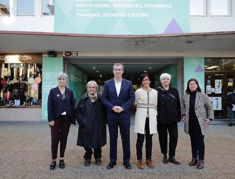 El diputado general, Markel Olano, y la alcaldesa tolosarra, Olatz Peon, han inaugurado el evento. Foto: Diputación.