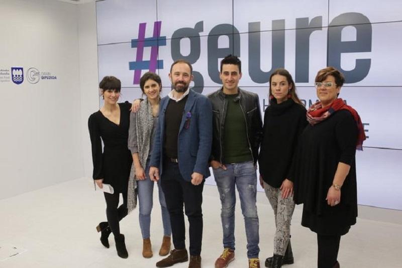 Denis Itxaso y varios de los 'influencers' de #Geure. Foto: Diputación.