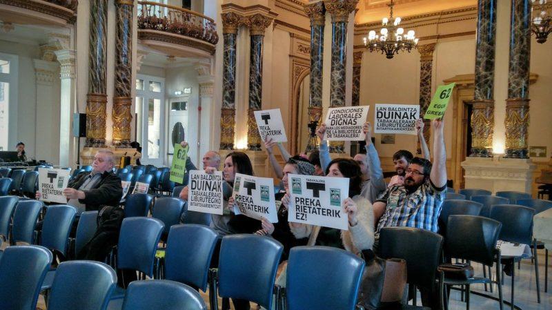Empleados de Ubik, en una protesta en el Ayuntamiento. Foto: vía twitter