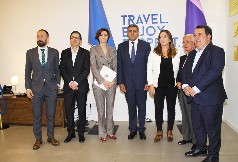 Conferencia de prensa en la sede de la OMT, presidida por el Secretario General de la OMT Zurab Pololikashvili y la Secretaria de Estado de Turismo de España, Isabel Oliver.