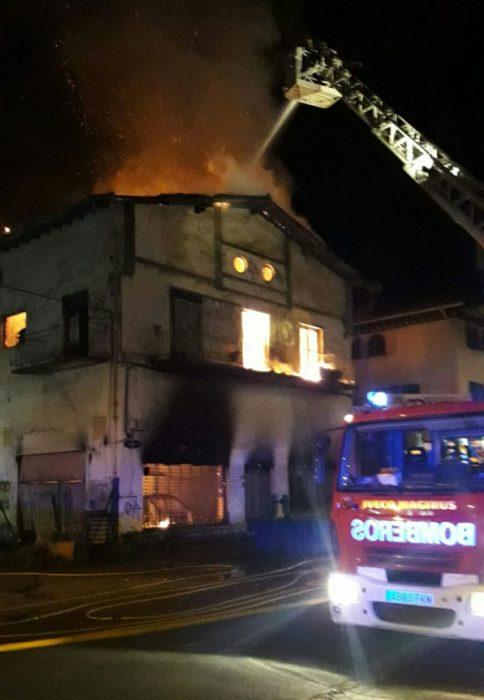 Incendio en el Infierno. Fotos: Ayto.