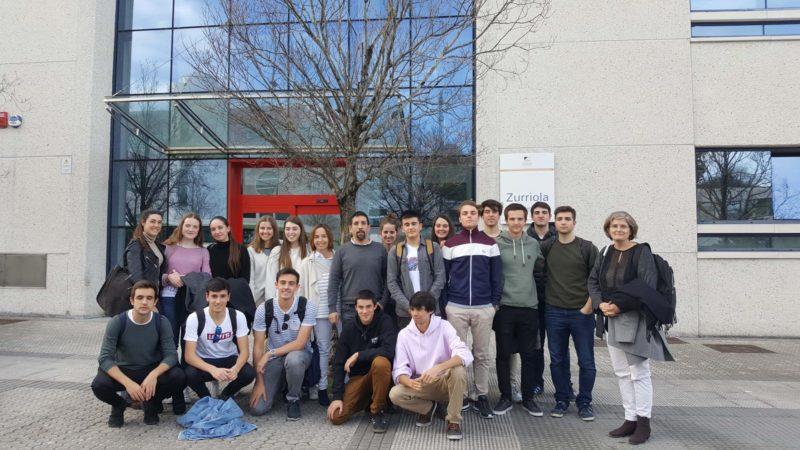 Estudiantes de Deusto Business School junto a las profesoras Cristina Aragón y Cristina Iturrioz y miembros de INNOVAE. Foto: Deusto.