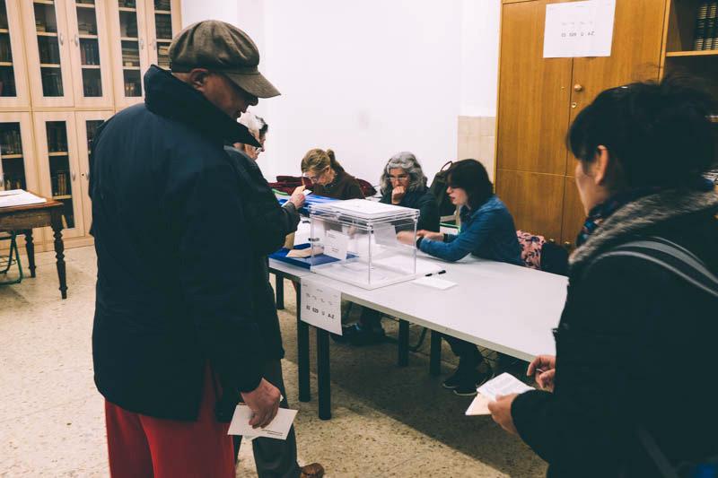 Primeras votaciones. Hoy en Amara. Foto: Santiago Farizano